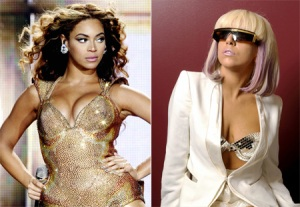 2 Divas in 1 video...OMG...